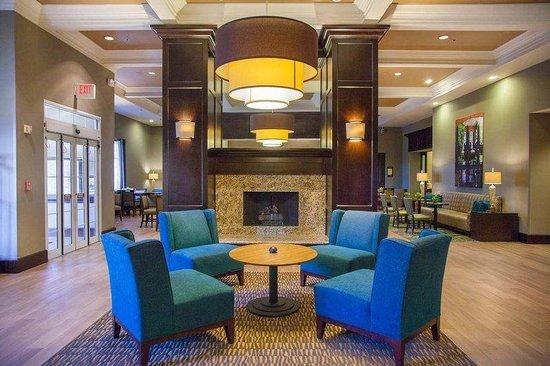 Hampton Inn & Suites Elmwood