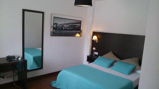 MareHotel: Habitacion con cama de matrimonio.