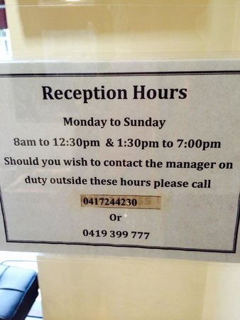 Perouse Lodge: Reception hour! Are you kidding me?!