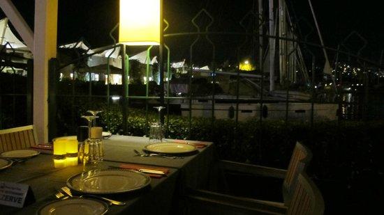 Marina Yacht Club Restaurant : Cocooning