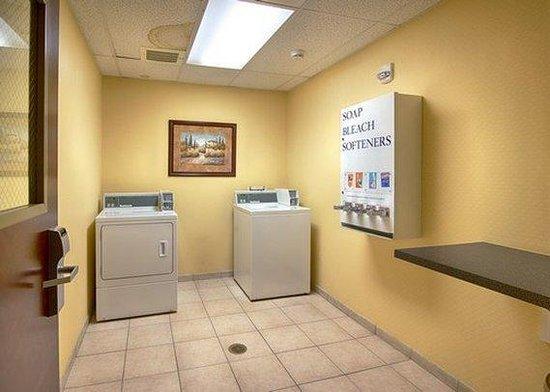 Comfort Inn & Suites Airport: NVGuest Laundry