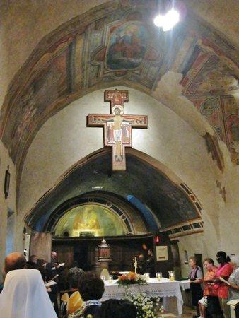 San Damiano: Interno della chiesa