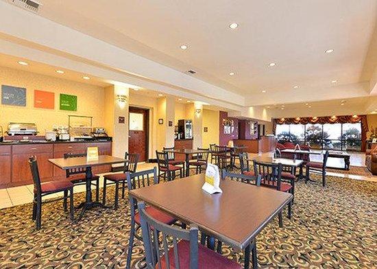 Comfort Inn & Suites Las Vegas: Breakfast