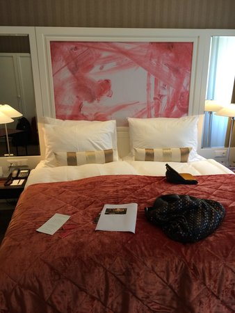 The Harmonie Vienna: Our room, I loved the bed throw!!