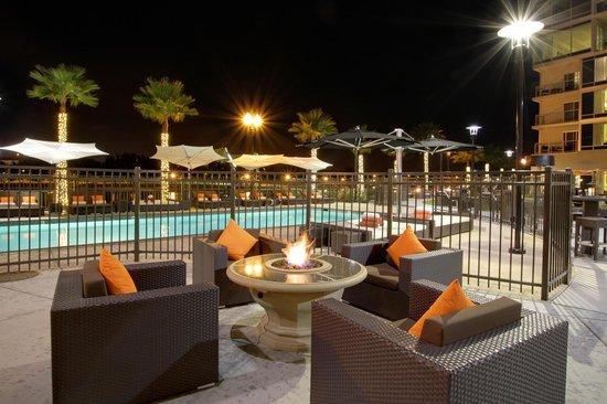 University Plaza Waterfront Hotel: Firepit view