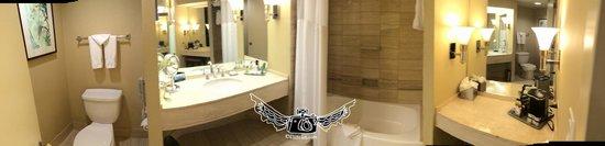 Hilton Los Angeles/Universal City: bath