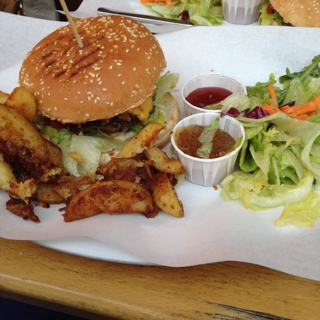 Photo of Restaurant Schnelle Liebe at Thalkirchner Str. 12, Munich 80337, Germany