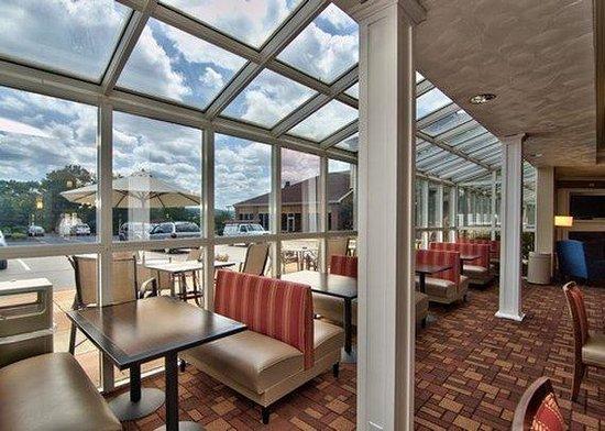 Comfort Suites: Public Area View
