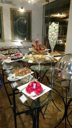 Cinnamon Lodge Habarana: Amazing dessert room!!