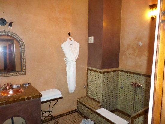 Riad Ahlam: Bathroom from the suite
