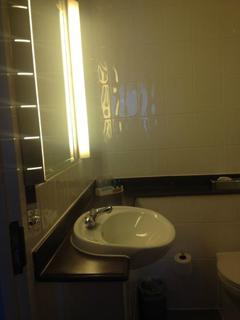 Novotel Cardiff Centre: Bathroom