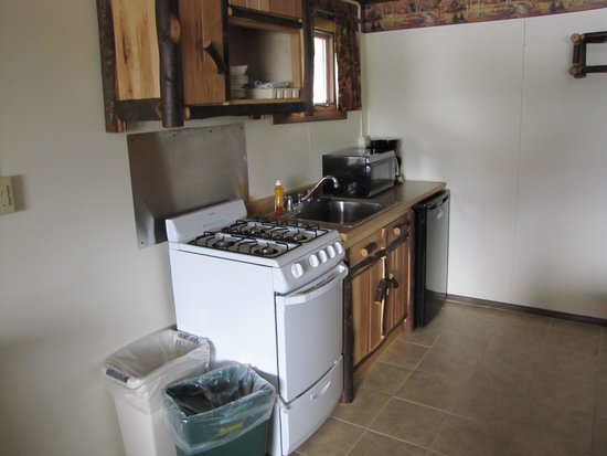 Pine Knoll Lodge & Cabins Inc: Room 21