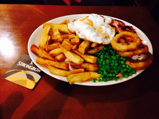 The Winch Pub & Restaurant: Lovely gammon and chips recommend xx