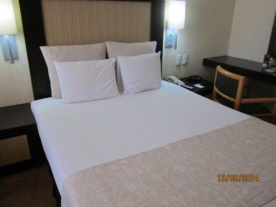 Hotel Royal Reforma: cama de la habitacion