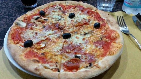 Da Roby's: Pizza capricciosa