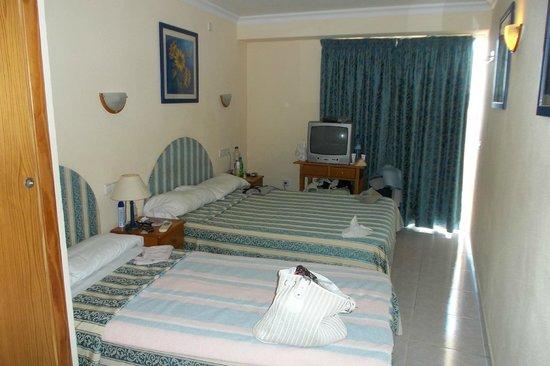 Hotel Playasol Maritimo : habitacion, TV antigua