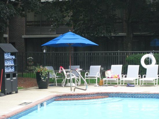 Holiday Inn Nashua: Swimming Pool