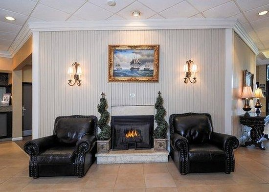 Clarion Inn Airport: NCLobby Sitting Area
