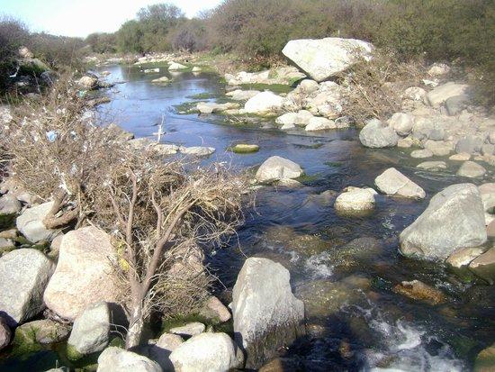 Cuyo, อาร์เจนตินา: Río Olta al este de Olta. La Rioja