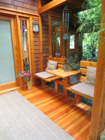 Volcano Rainforest Retreat: Incredible Lanai