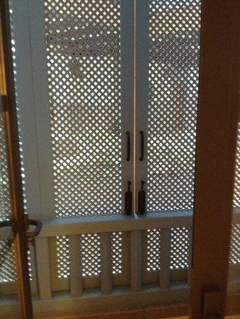 Princesa Yaiza Suite Hotel Resort: Aucune vue + odeur de cuisine, impossible d ouvrir la fenetre de tout notre sejour