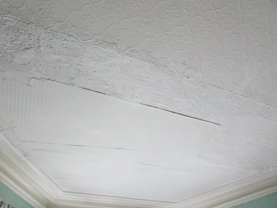 Southmead Guest House : Ceiling 'repairs'