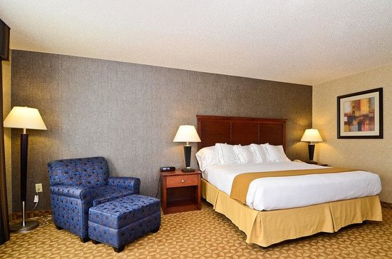 Holiday Inn Express Fort Atkinson: King Standard Guest Room
