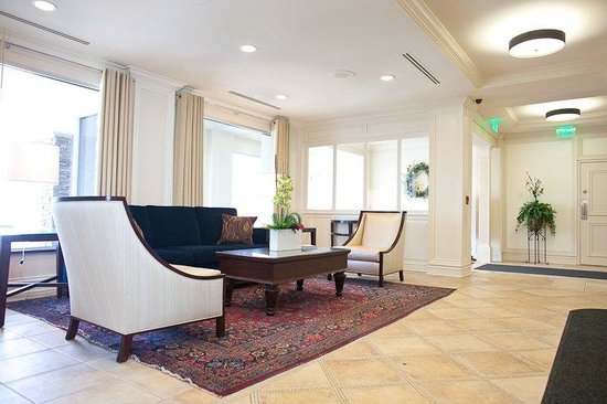 Holiday Inn Grand Haven - Spring Lake: Hotel Lobby