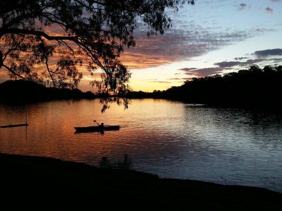 BIG4 Renmark Riverfront Holiday Park: Waters edge, Renmark Big 4
