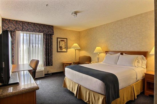Holiday Inn Express Fargo - West Acres: Queen Bed Guest Room