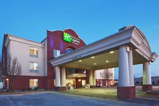 Holiday Inn Express Gainesville: Hotel Exterior