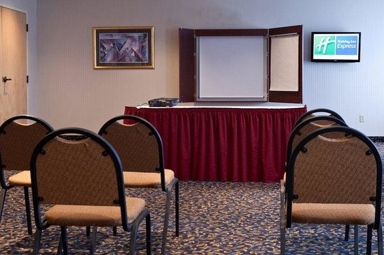 Holiday Inn Express Hotel and Suites Richland: Whirlpool