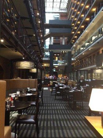 InterContinental Melbourne The Rialto: Central atrium