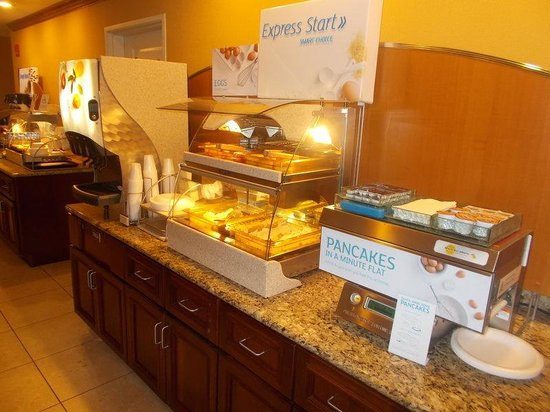 Holiday Inn Express Hotel & Suites Vandalia: Breakfast Bar