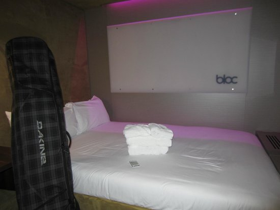 BLOC Hotel Gatwick Airport: Bed