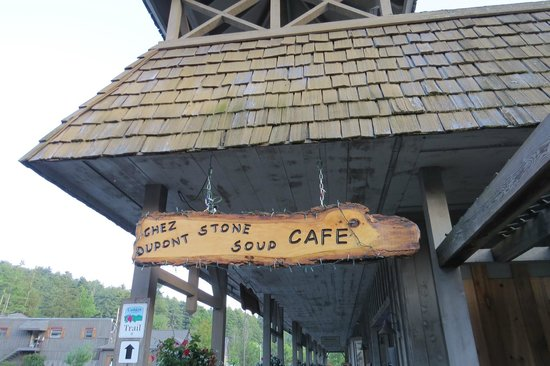 Chez Dupont and The Stone Soup Cafe: Entrance sign
