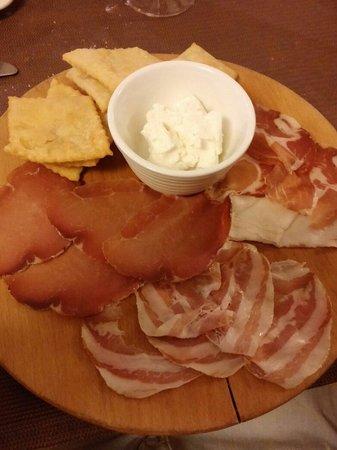 Trattoria Boccon di Vino: tagliere con gnocco fritto e formaggio