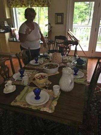 Whiting, Maine: Brenda sets a breakfast table for royals daily!