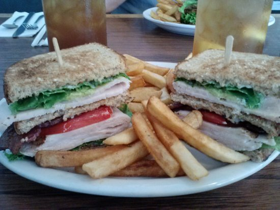 Cowgirl Cafe: Turkey, bacon, avacado Club with crispy fries.
