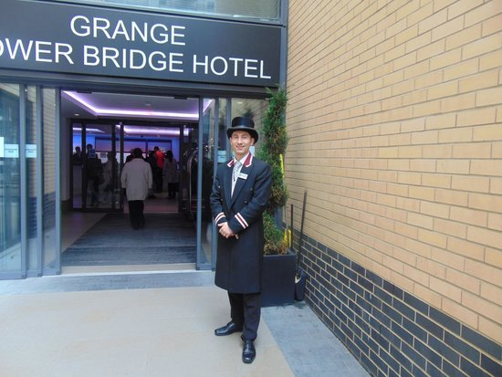 Grange Tower Bridge Hotel: Traditional Handsome Door Greeter