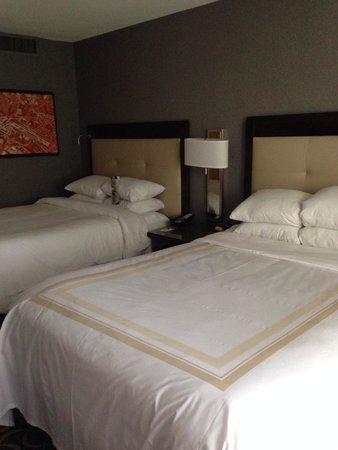 Marriott St. Louis Airport: 2 full beds
