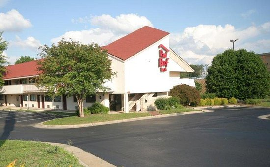 Red Roof inn Greensboro Airport : Inn Exterior