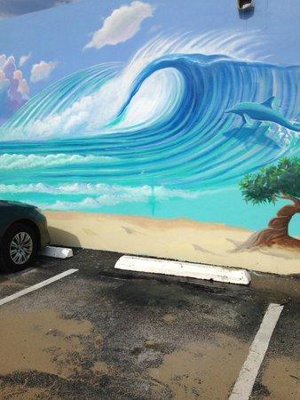 Windjammer Resort : Nearby store mural!