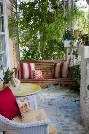 Jasmine House: Porch swing