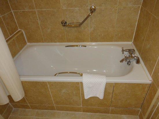 Bunratty Castle Hotel: Bathroom