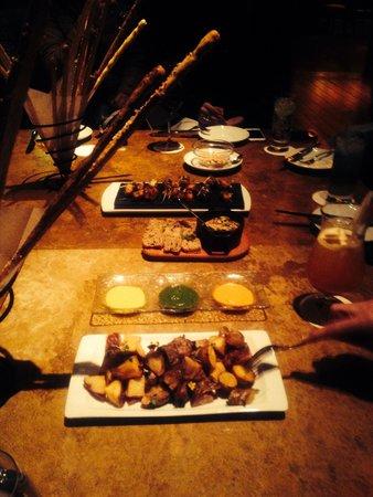 Tambo del Inka, a Luxury Collection Resort & Spa: Piqueos en la terraza del Bar Kiri