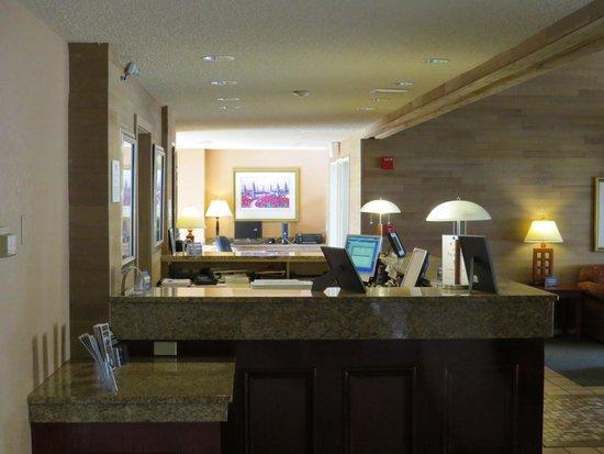 Best Western Plus Oak Harbor Hotel and Conference Center: Front Desk Area