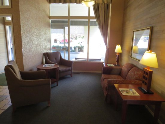 Best Western Plus Oak Harbor Hotel and Conference Center: Lobby