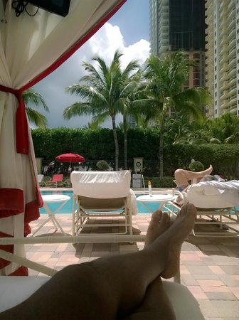 Acqualina Resort & Spa on the Beach: View from our cabana