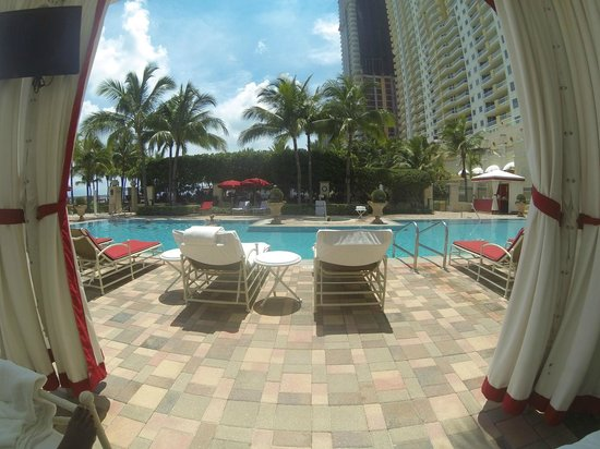 Acqualina Resort & Spa on the Beach : View from our cabana